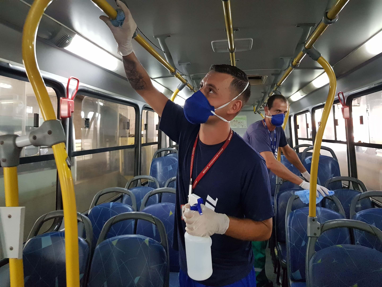 Como se proteger do coronavírus em transporte públicos